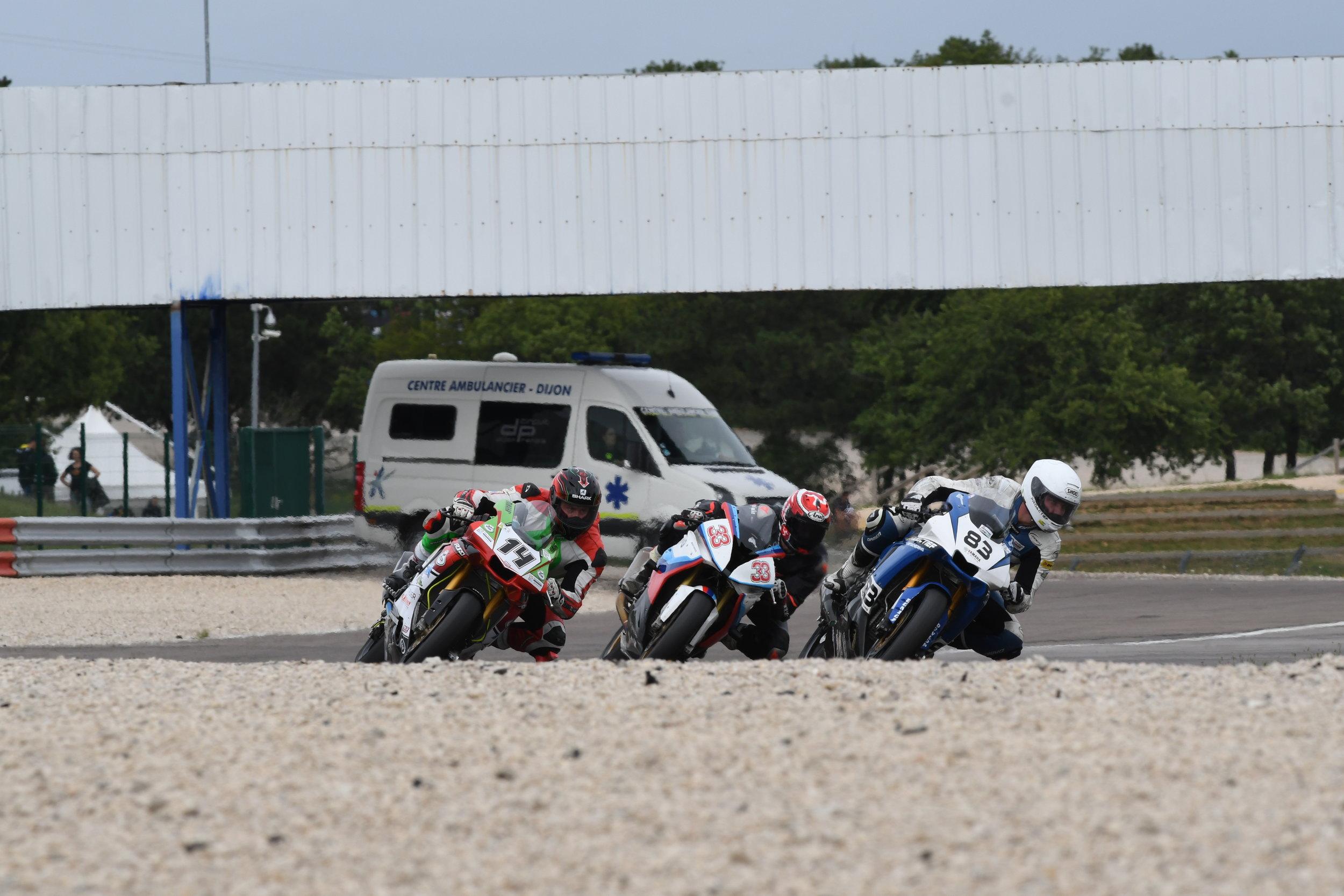 Is die ambulance een teken aan de wand? Lees snel het verslag van race 2...