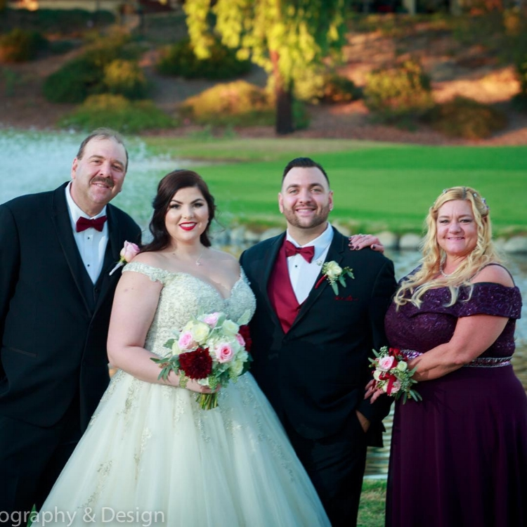 burgundy and blush wedding bouquet with boutonnières