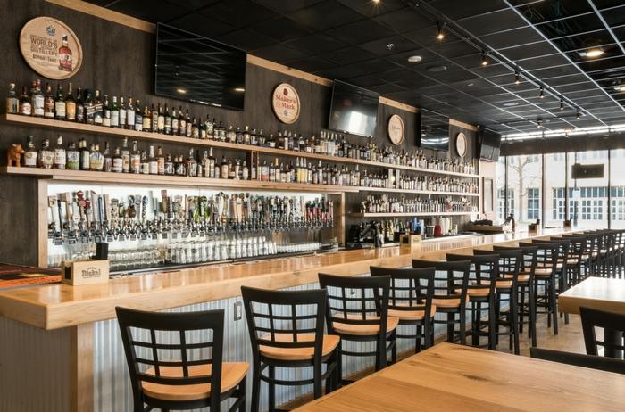 Bar - 60 Beer   DOC's Commerce Smokehouse