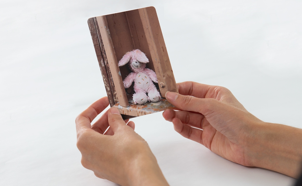 3 - Use the photo cards to evoke thoughts, feelings and ideas around your transition. These cards tap into both sides of your brain, as well as your intuition, to open the door to new information that may be lying beneath the surface.
