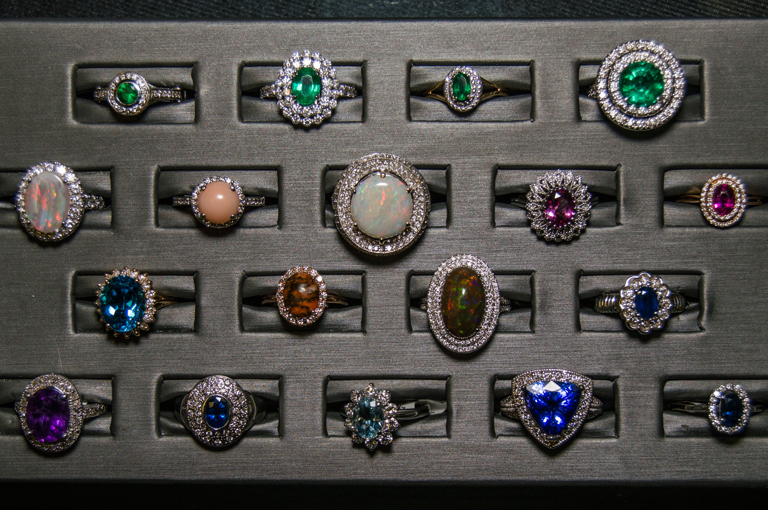 GIA Specialist - Here at Florida Diamond Center we're proud to say we have a Certified GIA gemologist available on site.