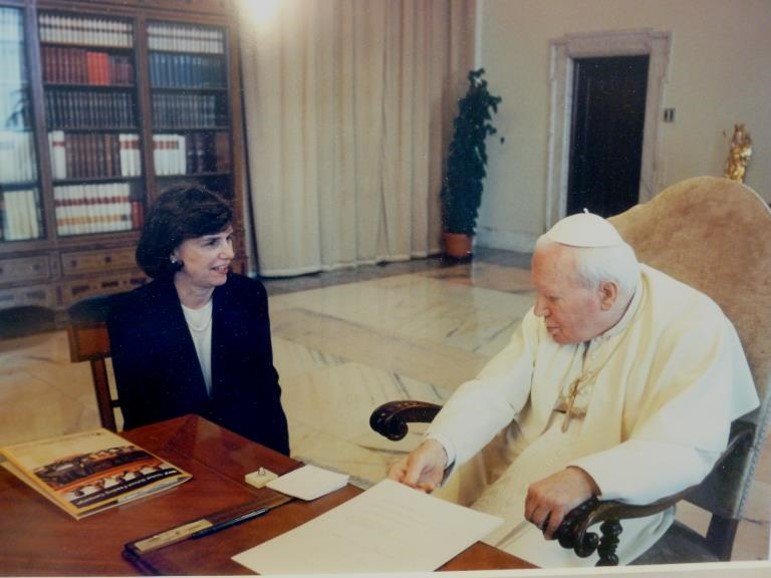 Catherine Bertini meeting with His Holiness Pope John Paul II (1997)