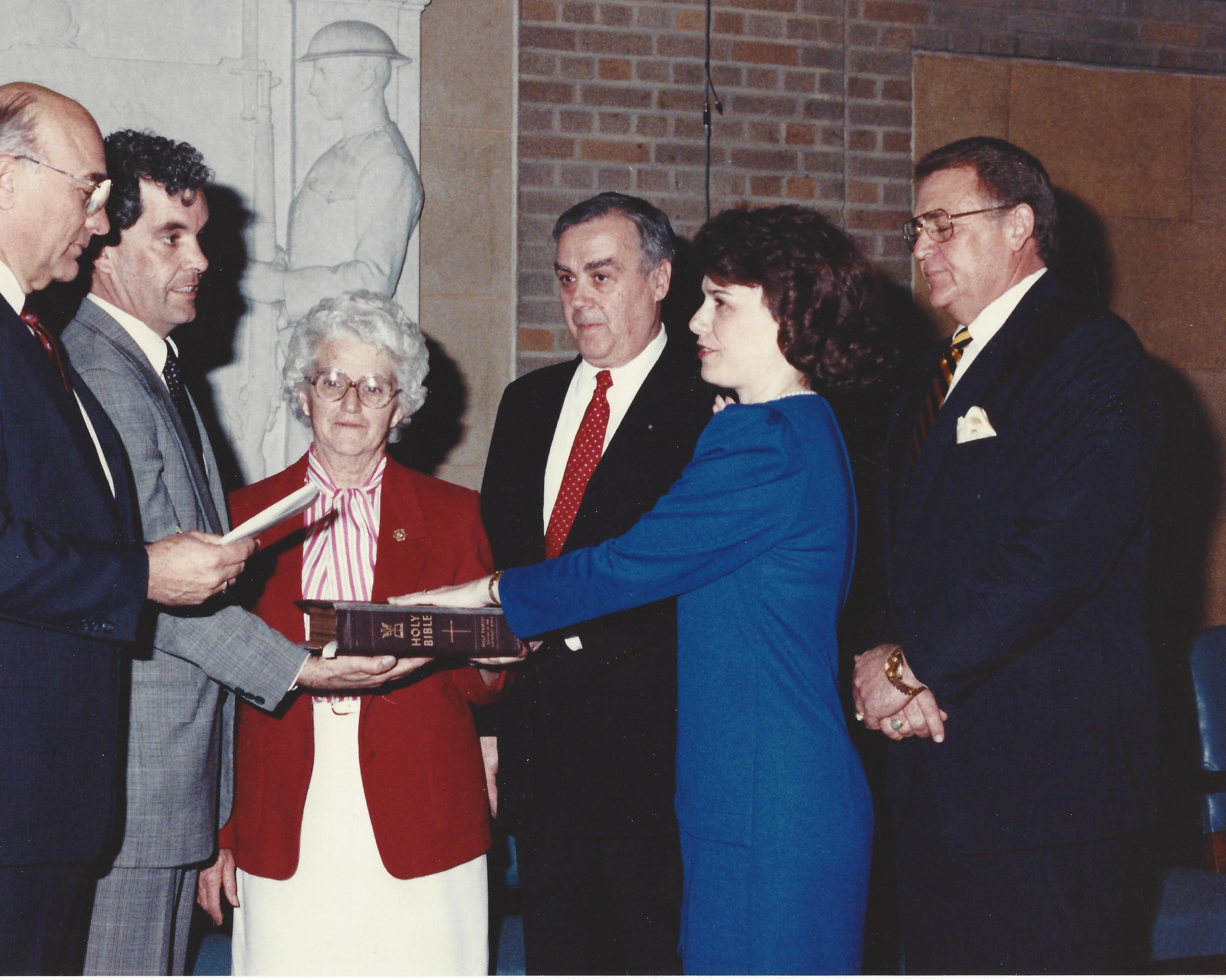 USDA Secretary Clayton Yeutter (left), Deputy Secretary Jack Parnell swearing in Catherine Bertini as USDA Assistant Secretary, with her family looking on (1989).