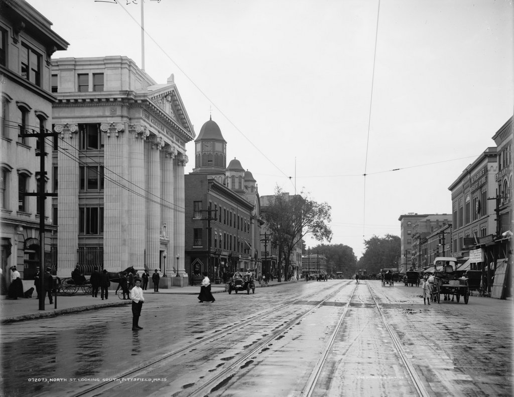 "Can you spot the ""jaywalkers"" in this photo of North Street? Are they ""jaywalking"" even though crosswalks had not been invented yet? (via Library of Congress, ca. 1908-1915)"