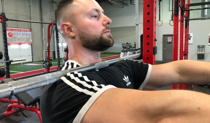 Not having the bar racked on your shoulders can cause wrist pain while front squatting