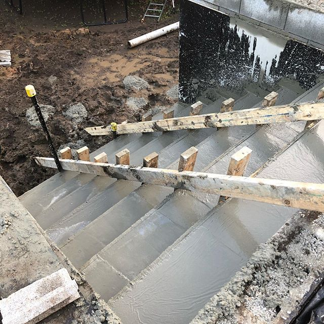 Pretty good day at Newtown today. The pool was installed by @narellan_pools and we concreted the lower steps, giving us easier access to the quagmire below 👌🏼 #landscaping #winter #thebest #registeredbuildingpractitioner #masterlandscaper #landscapingvictoria #narellan #pools #landscape #landscapeconstruction #steps #quagmire #formwork #boxing #fibreglass #landscapinggeelong #newtown #geelong