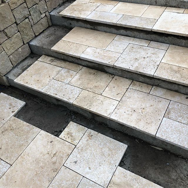 Good Friday today at our Newtown project with the first of the pavers going down. I'm loving how well the work with the stone cladding. Pavers from @granite.works  Designed by @kings_landscaping__geelong  #landscaping #newtown #InStyle #Gardens #landscapedesign #landscapinggeelong #geelong #steps #travertine #stone #landscapingvictoria #masterlandscaper #registeredbuildingpractitioner #pavior #french #ashlar #landscapeconstruction