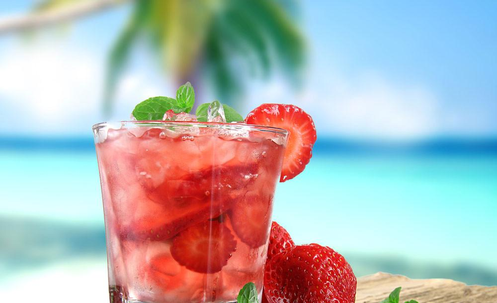 strawberry-and-cucumber-mojiti-tea.jpg