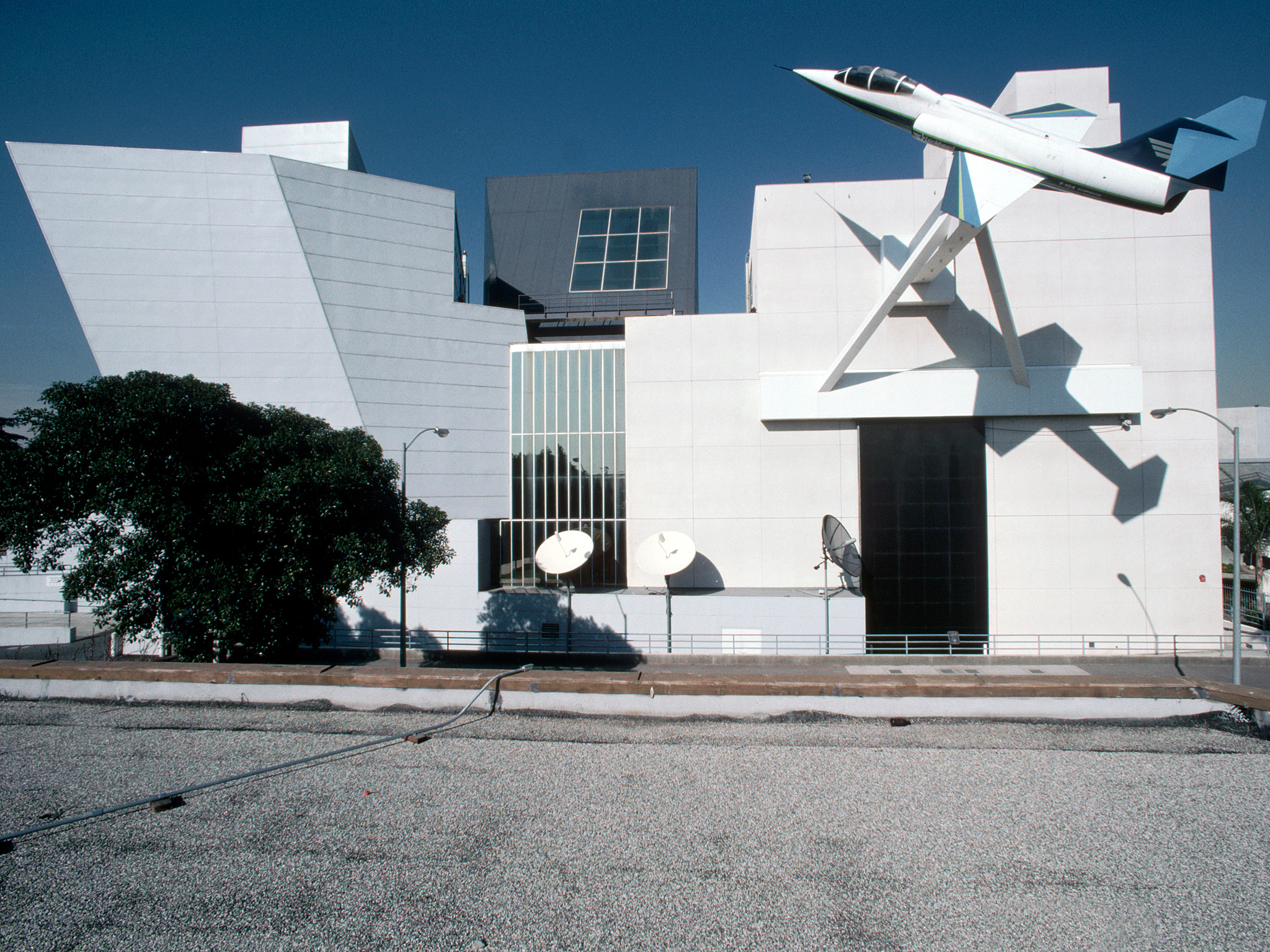 55fae168f6c571a371809bf9_frank-gehry-California-Aerospace-Museum-cr-corbis.jpg