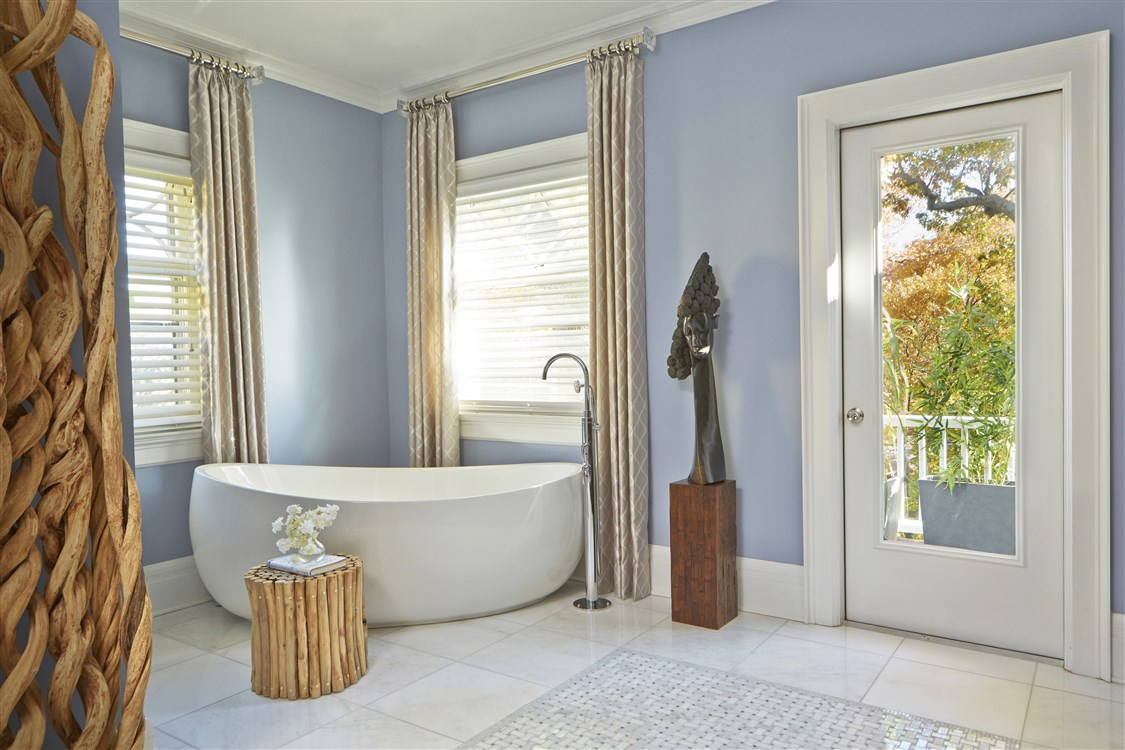 Modern Style bathtub with faucet