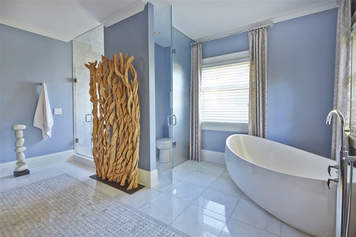 Modern Bathroom with sink and bath tub