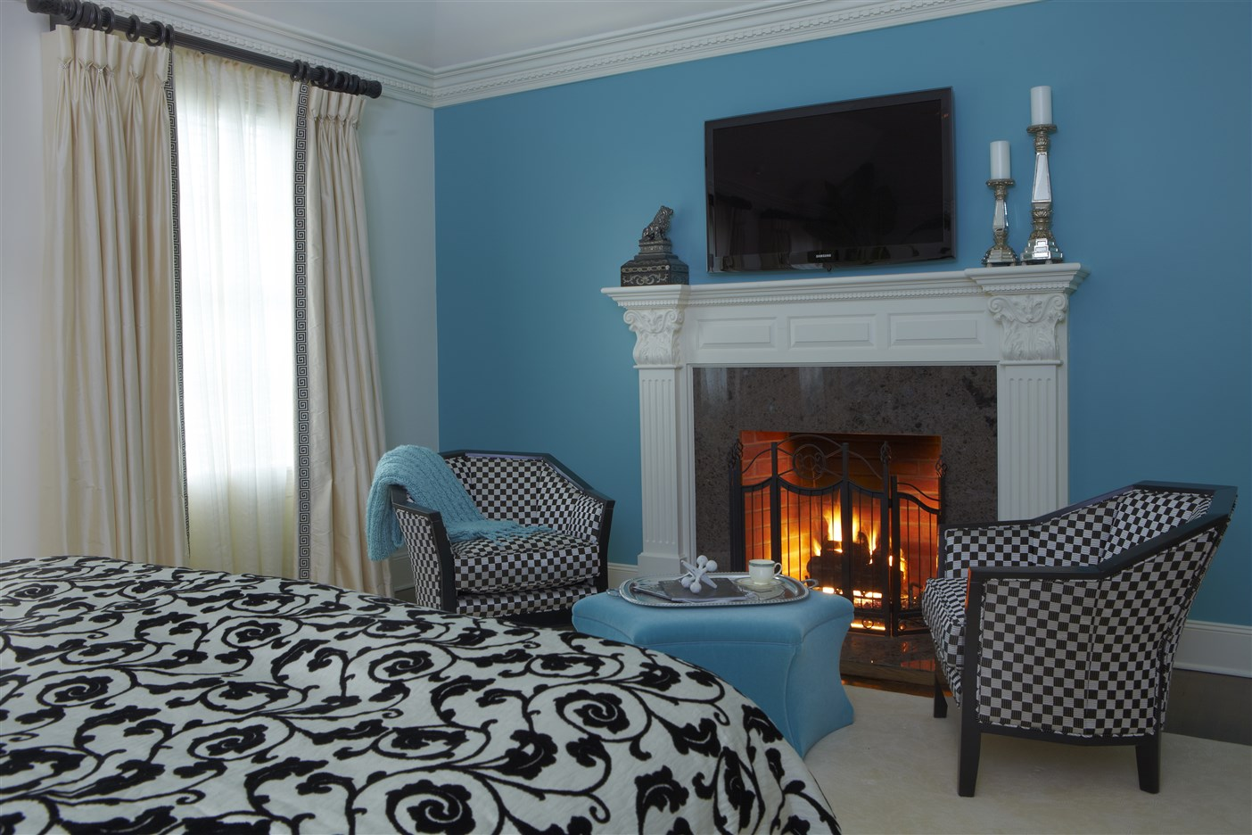 Modern style bedroom with two single couches and fireplace