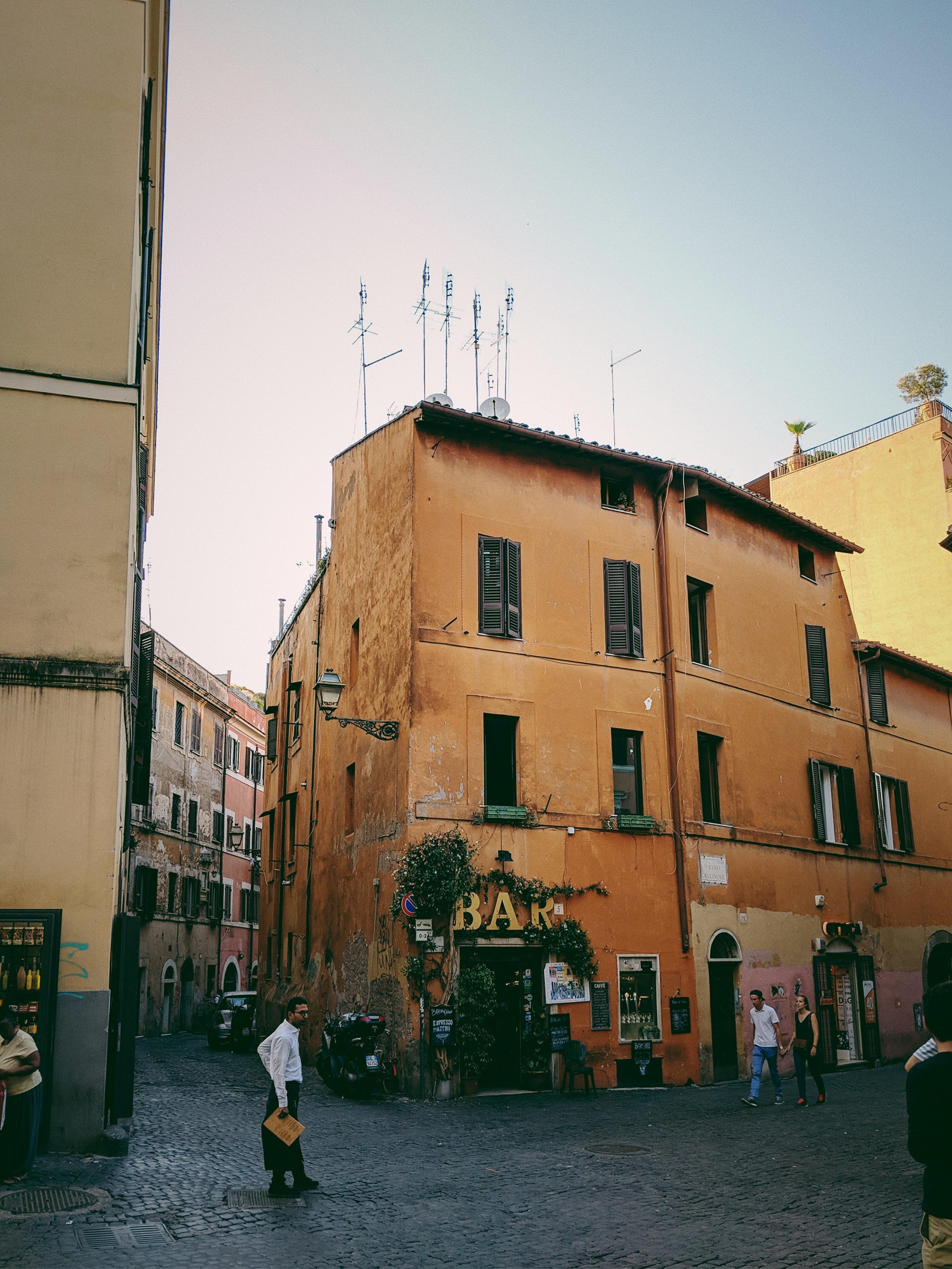 The Trastevere Neighborhood in Rome | Italy Travel Diary + Vlog Part 1