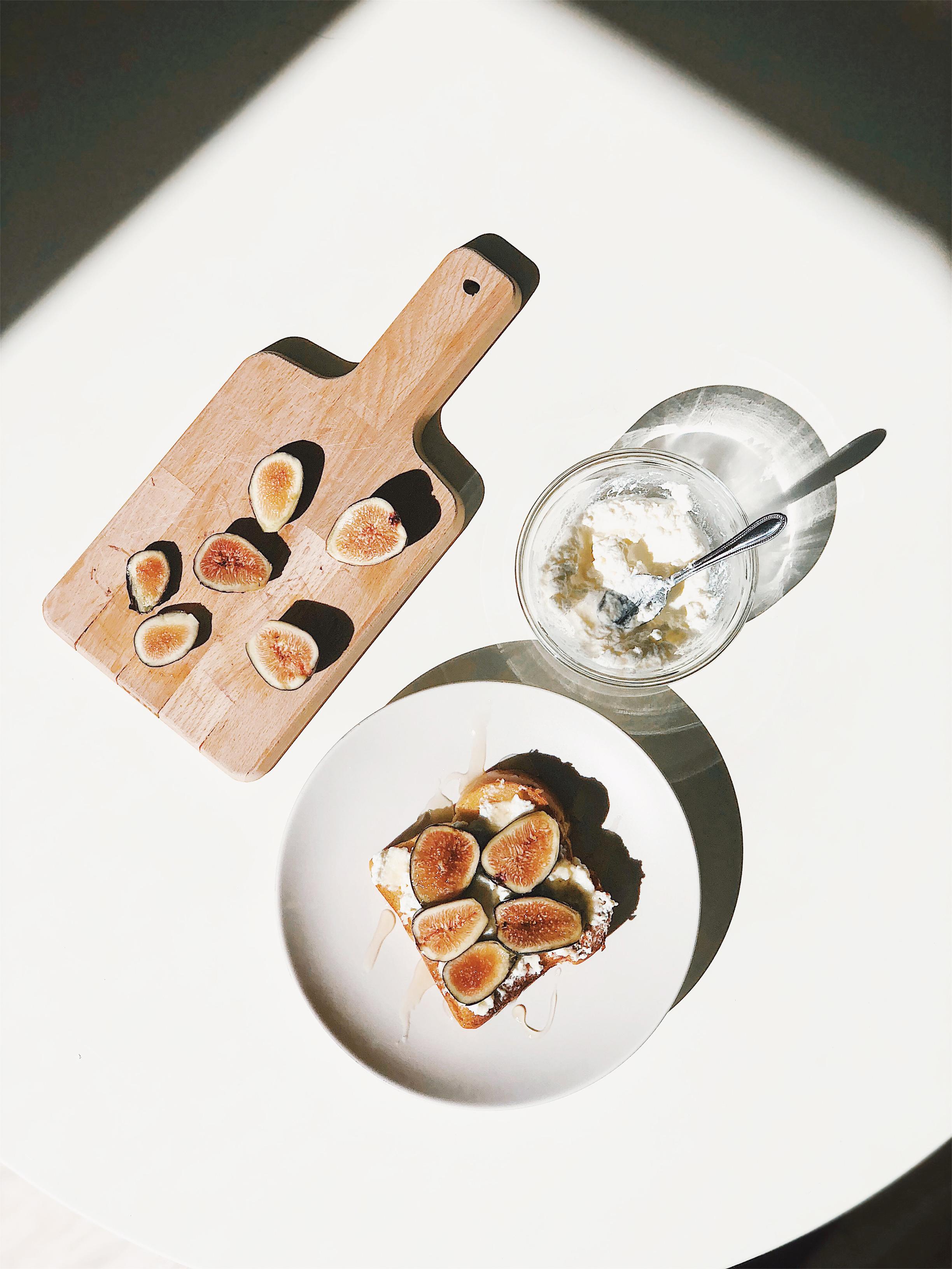 Fig, Ricotta, and Honey Toast