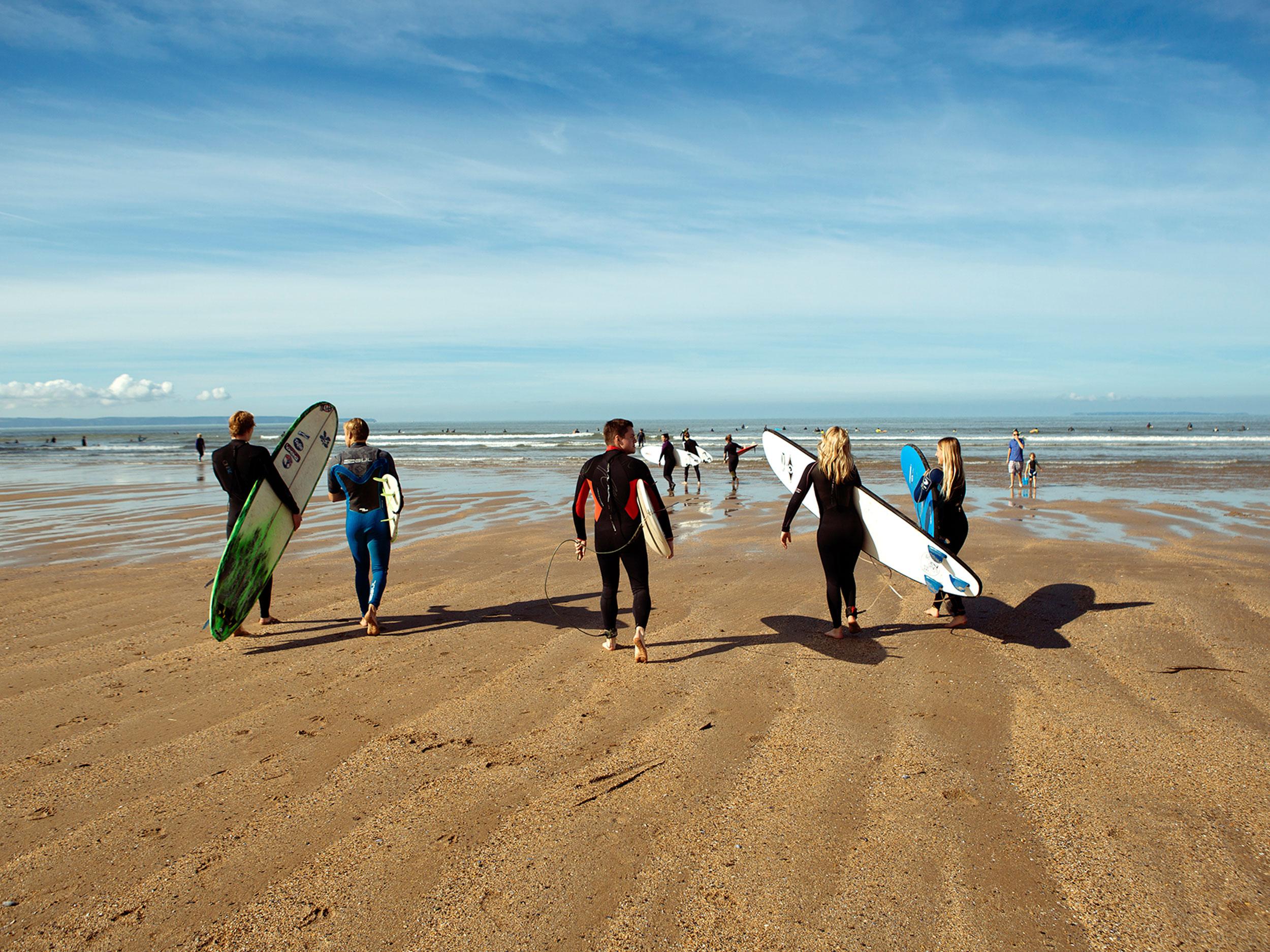 TAAB_Surfers_4x3.jpg