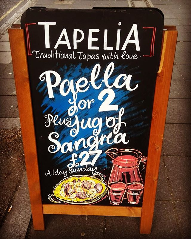 **Sunday Special** @tapeliarestaurant  Paella 🥘 and a Jug of Sangria for 2 only £27!  BOOK NOW 0203 441 1718  #Tapelia #Tapelianorthfields #Spanish #Tapas #restaurant #Bar #Paella #Sangria