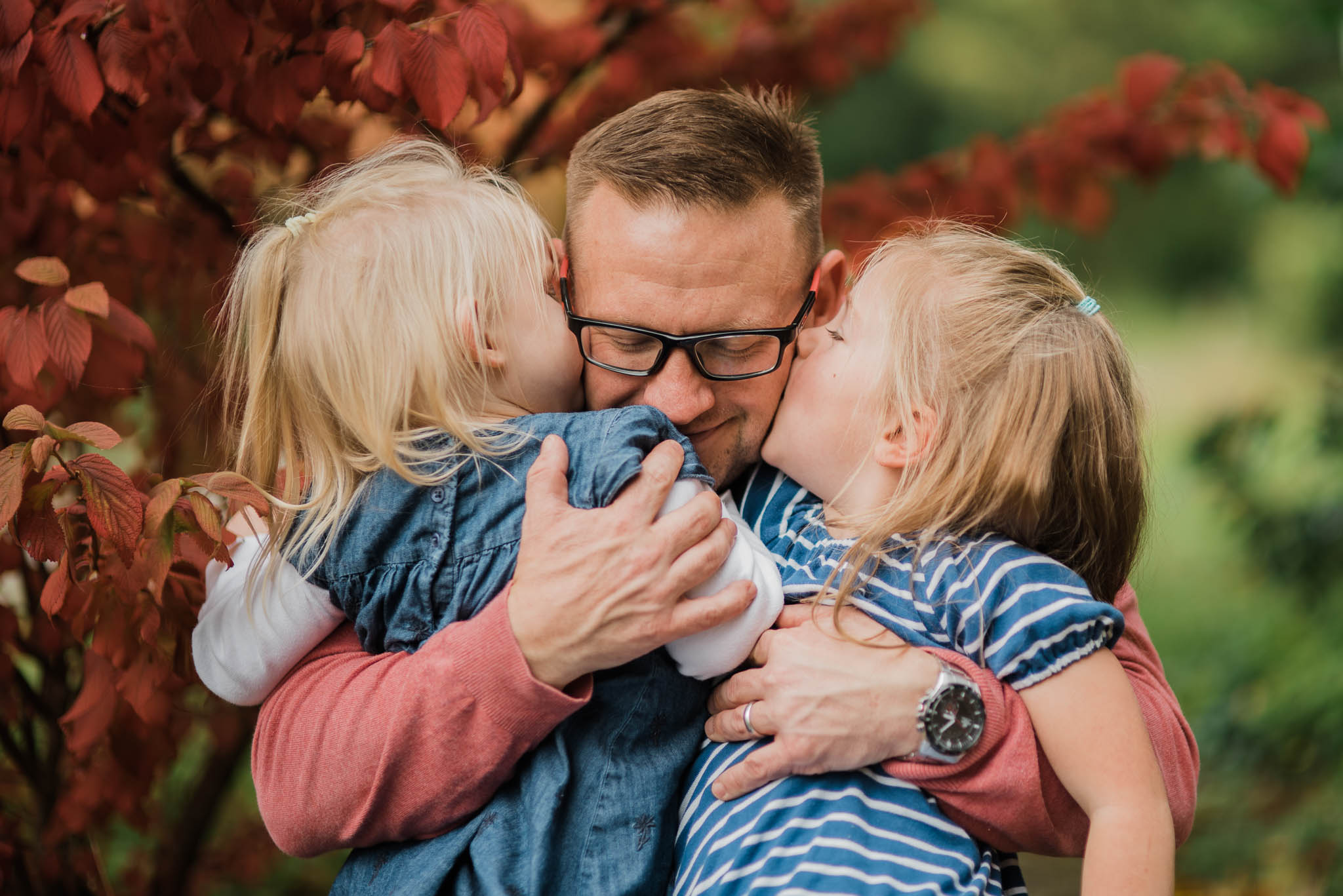 Father with daughers autumn Cheltenham Family Photo.jpg