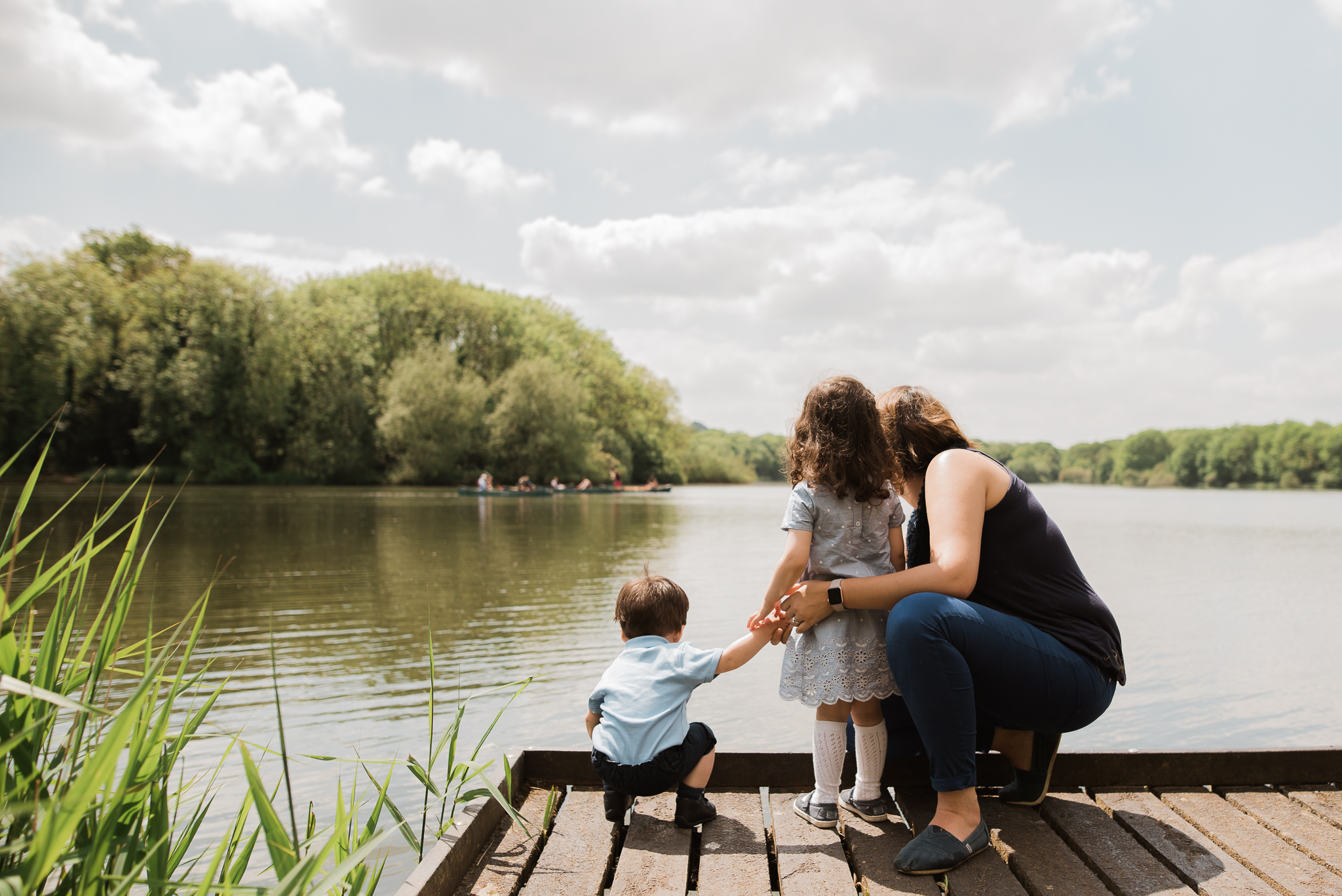 Family by lake family photoshoot Cotswolds.jpg