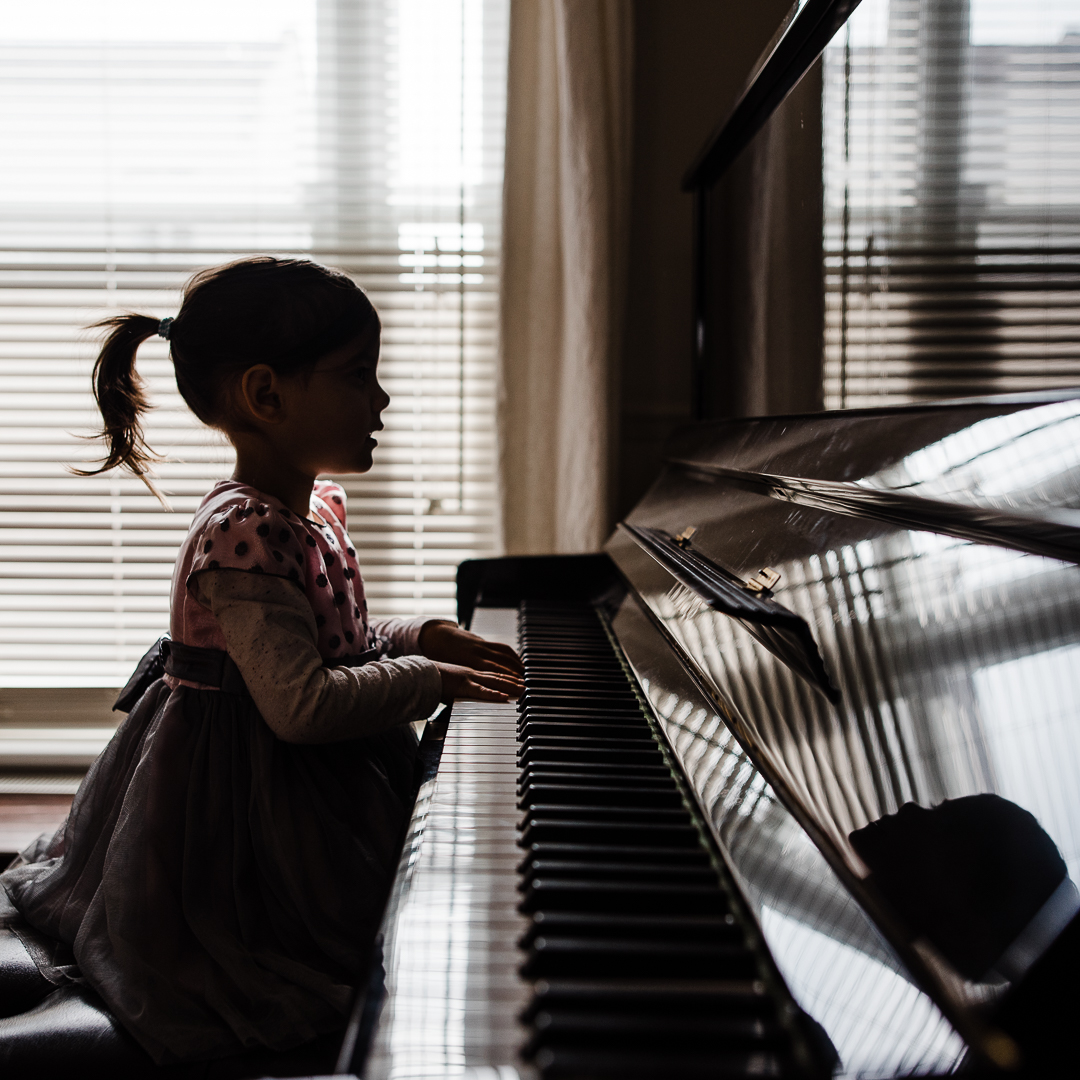 Girl-piano-silhoette-chui-photography