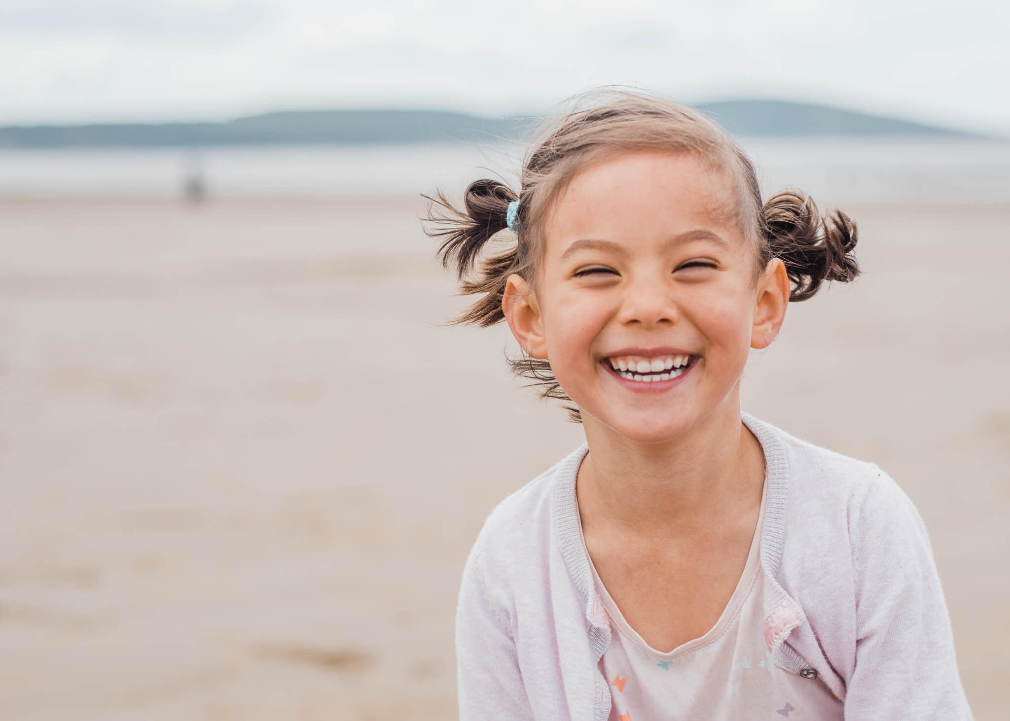 Girls-smiling-on-beach-8397.jpg