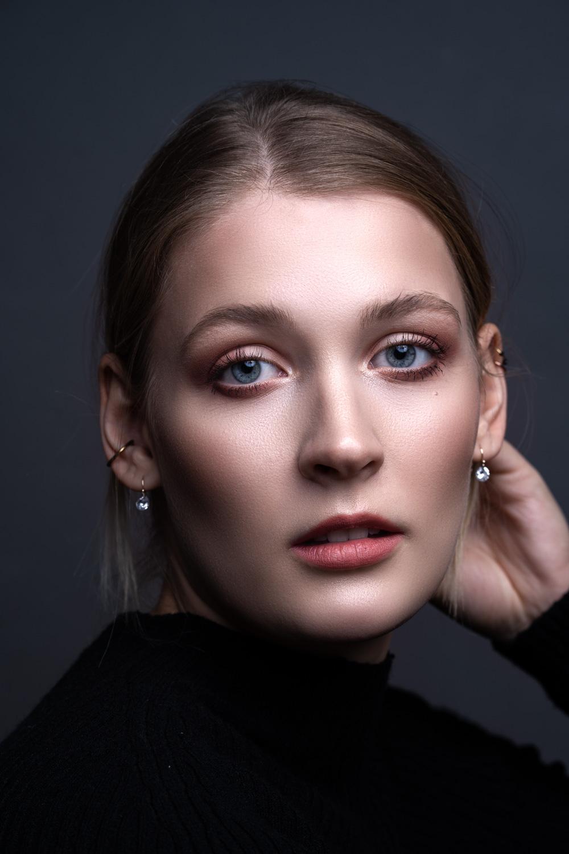 Model & Makeup: Laura Stielow  @laurimariaxx