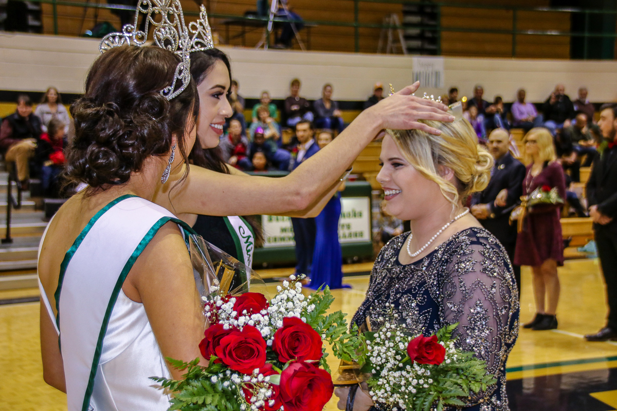 Hannah Johnson is crowned 2018 Homecoming queen