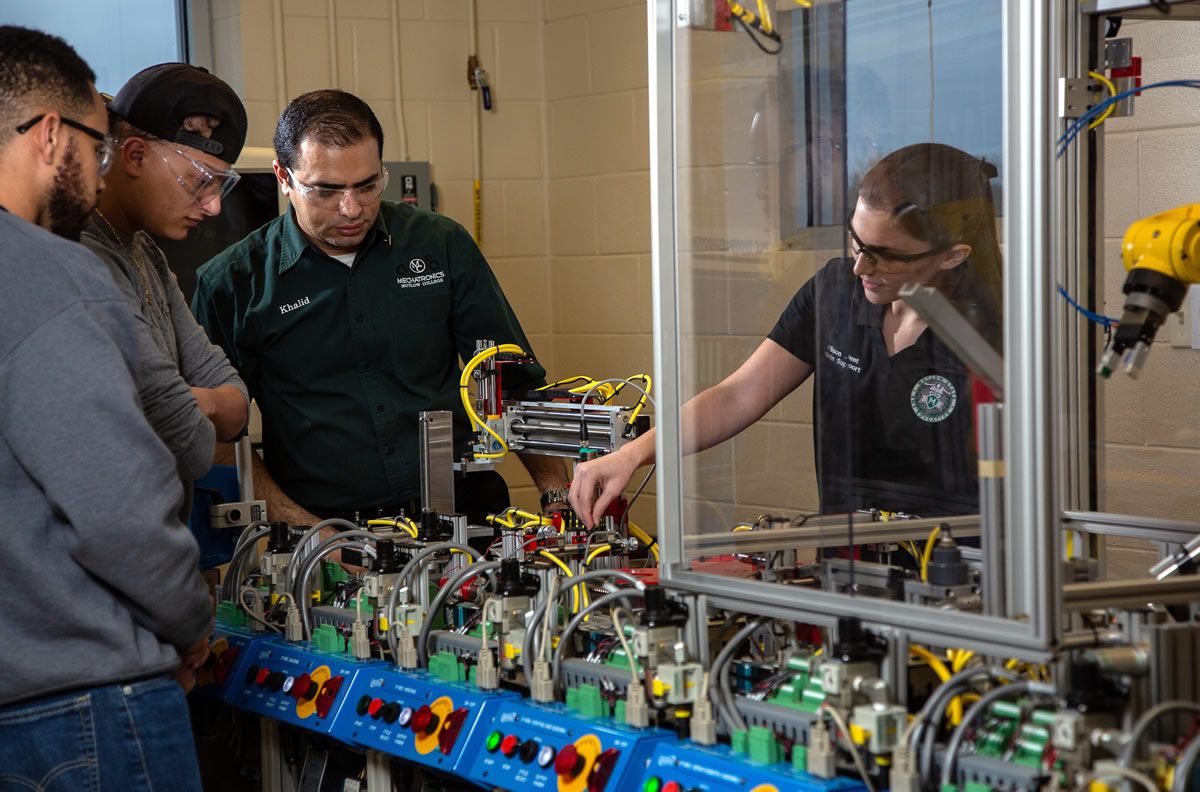Motlow State Assistant Professor of Mechatronics Khalid Tantawi conducts a lab session with Motlow Mechatronics students at the Smyrna campus. Starting in the fall of 2018, graduates of Motlow technical programs will be covered by the Tennessee Board of Regents (TBR) Program Warranty, guaranteeing the graduate has demonstrated the knowledge and skill set as identified in the curriculum or program guide and can perform each competency.