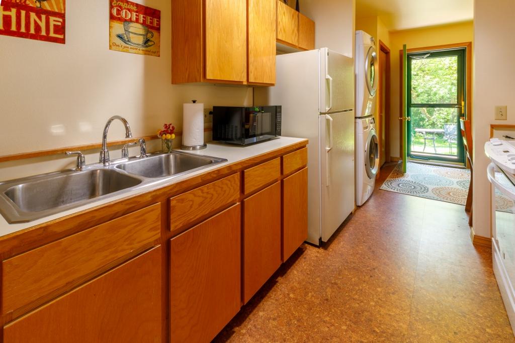 Full Kitchen - washer/dryer