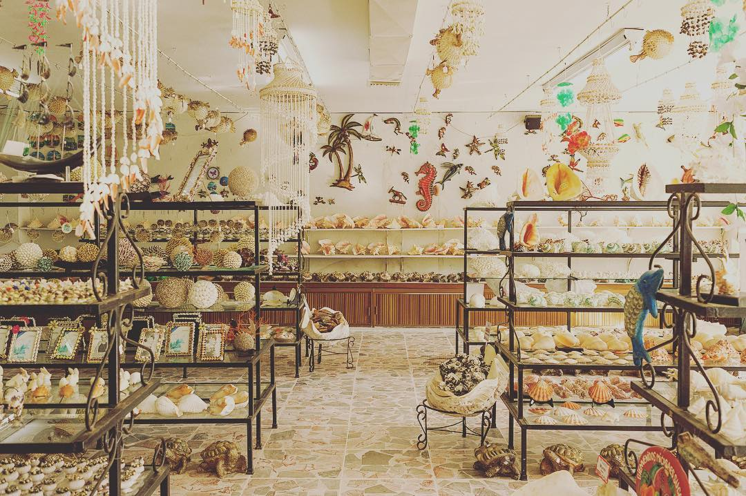 shops -