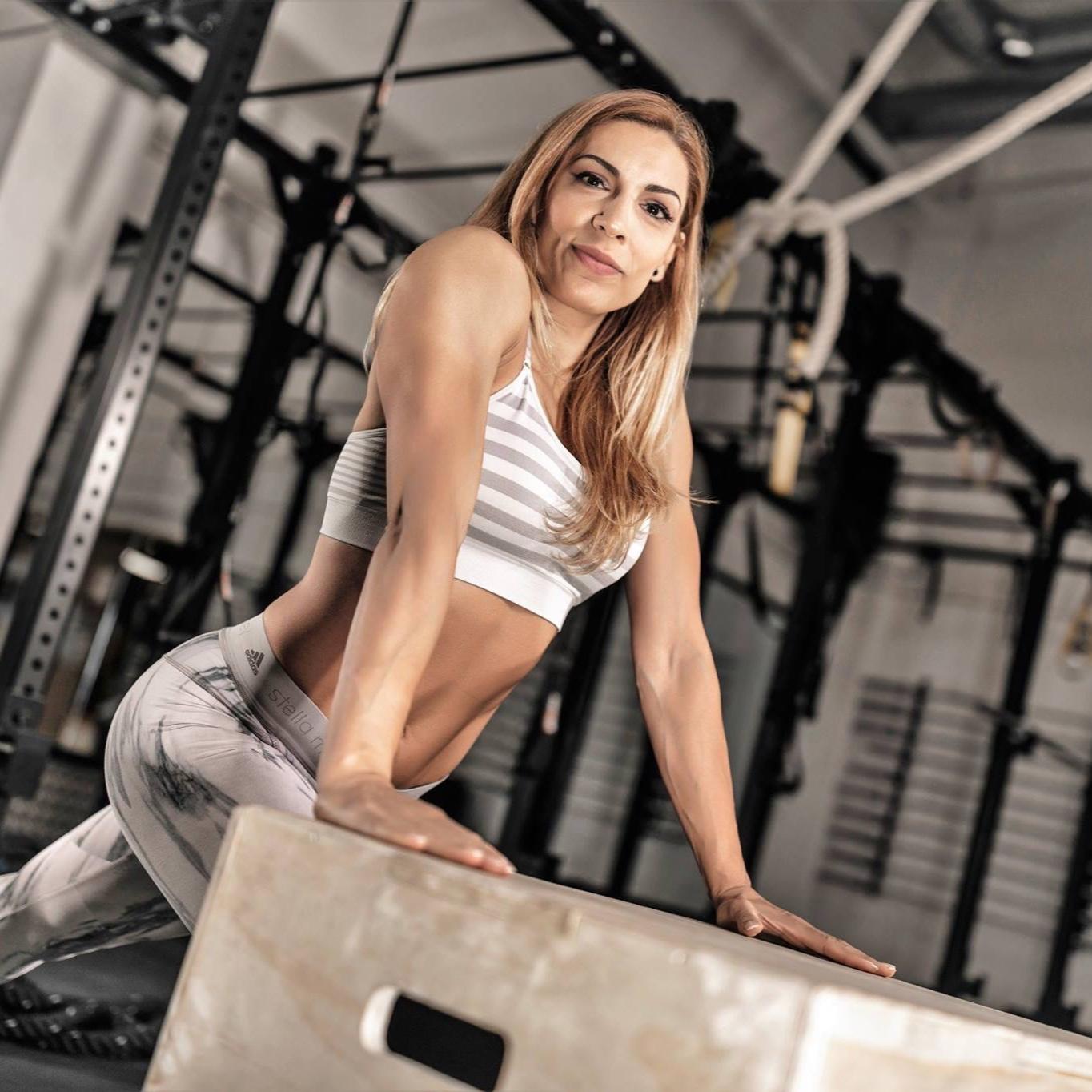 8 TRAINING SESSIONS: - week 1 - conditioning and resistanceweek 2 - functional fitnessweek 3 - strength trainingweek 4 - enduranceweek 5 - flexibility and agilityweek 6 - muscle buildweek 7 - pump upweek 8 - all around tone