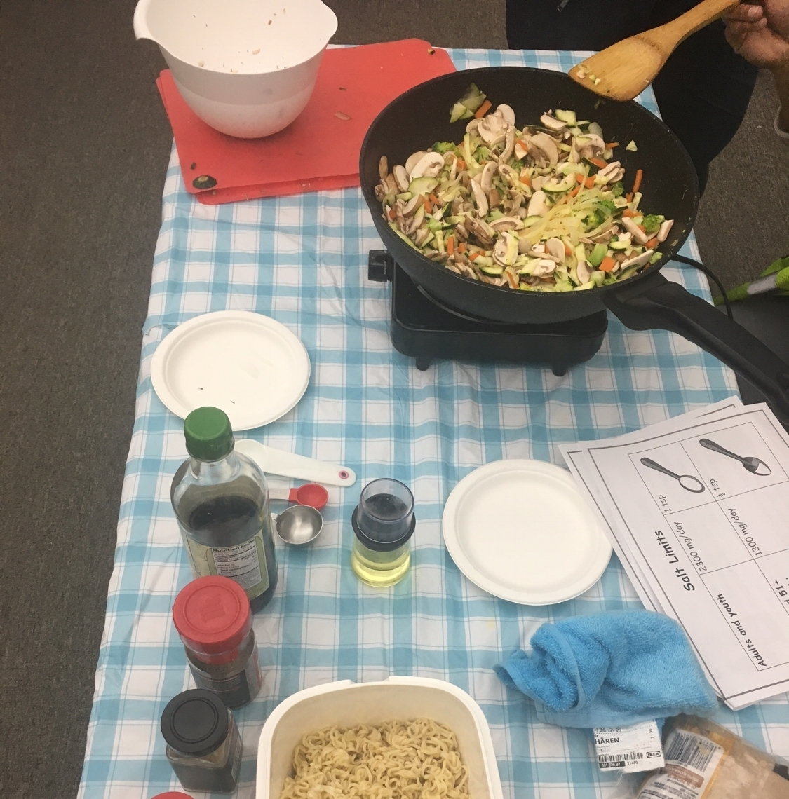 Corpsmembers cook a healthy stir-fry.