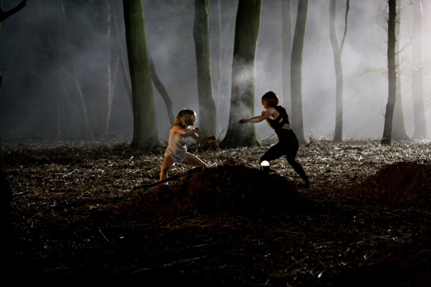 Fight Hit Girls - image by Zoe Ryan.jpg