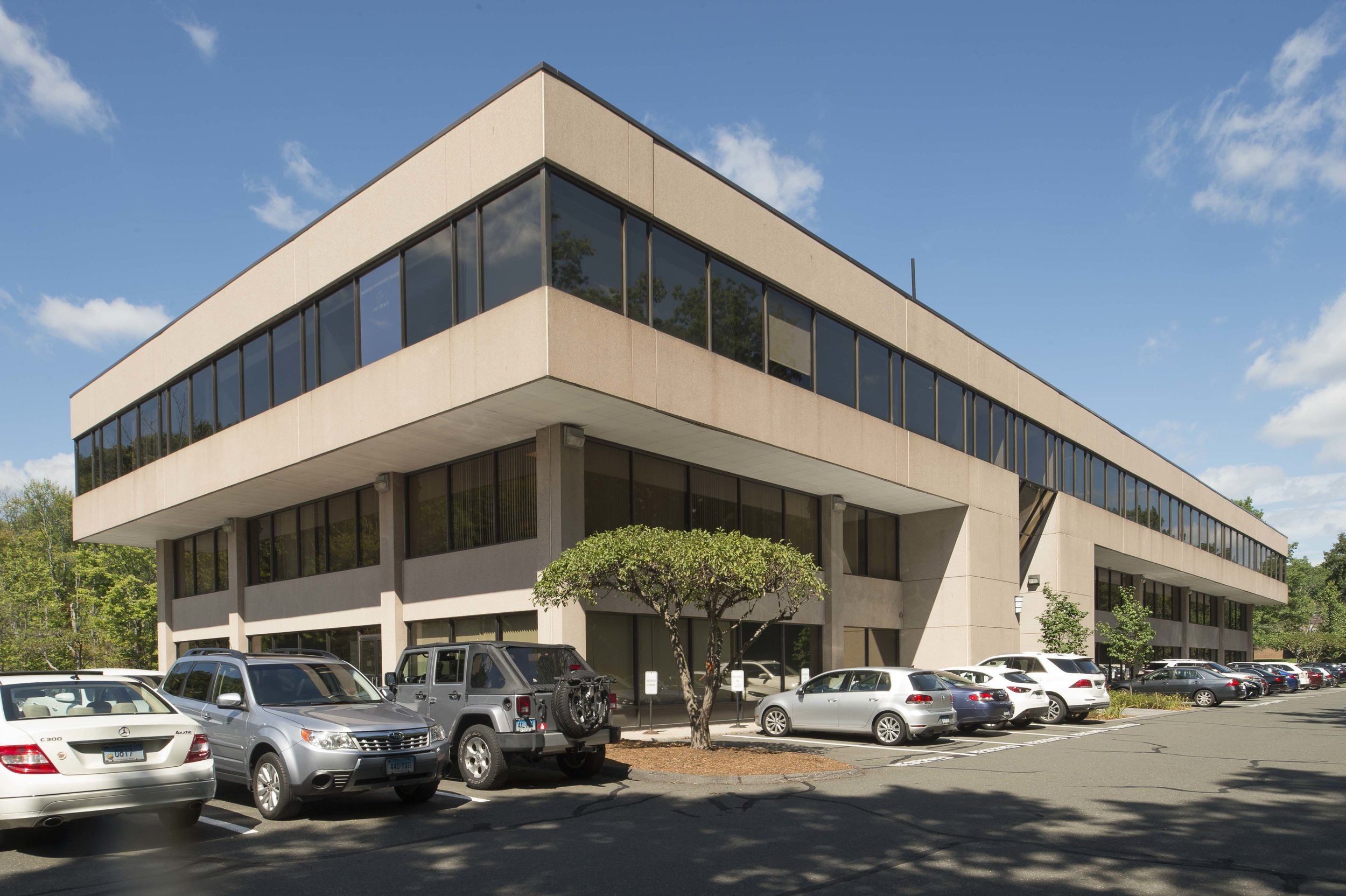 231 Farmington Avenue - The 50,000 Square Foot multi-tenanted office/medical building has convenient access to Route 84 and West Hartford Center...
