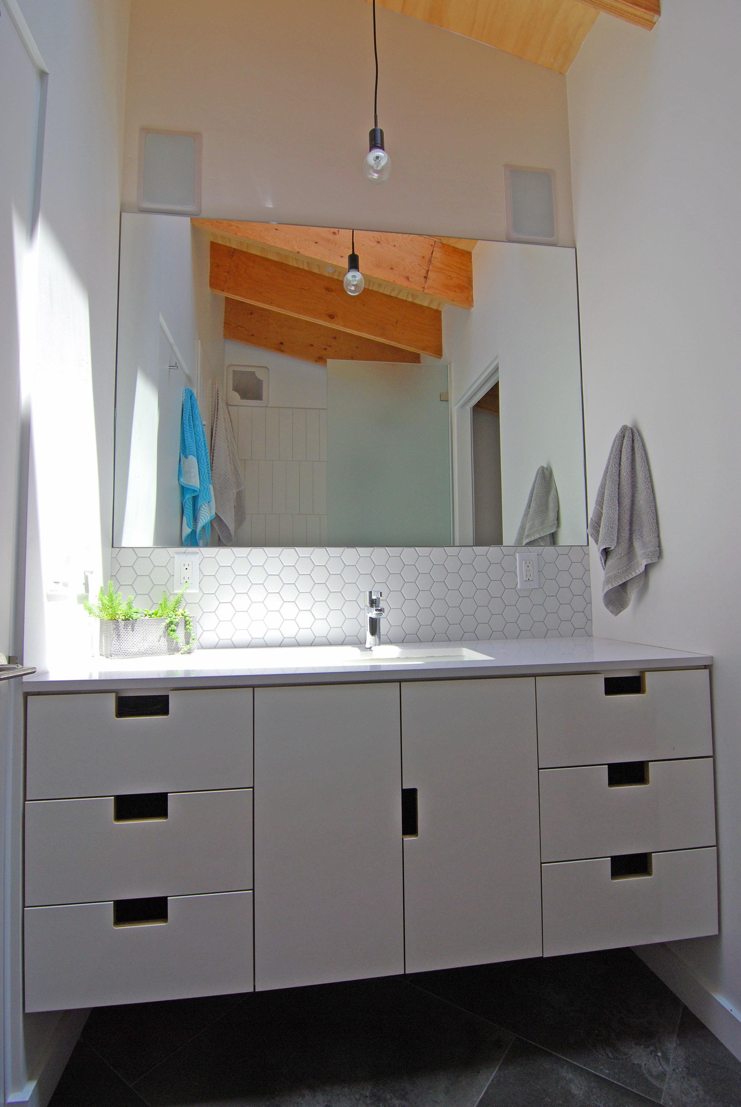 The SHED - bathroom 4.jpg