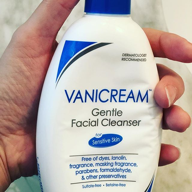 Daily tip of the day: One of the best cleaners I know! It works on all skin types, contains no irritants or fragrance and is extremely affordable! If you have acne or rosacea you will love it! #vanicream #cleanser #myskinis #skincare #skinhealth #cleanser #review #productreview #productjunkies #productphotography #product #skincareroutine #skincareaddict #kikiskincare #kikimyskinis @vanicreamofficial