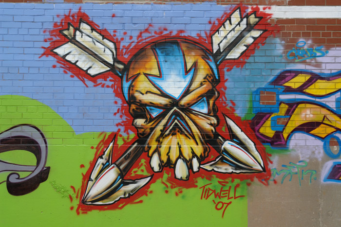 1175052354_skull_arrows_graffiti_web.jpg