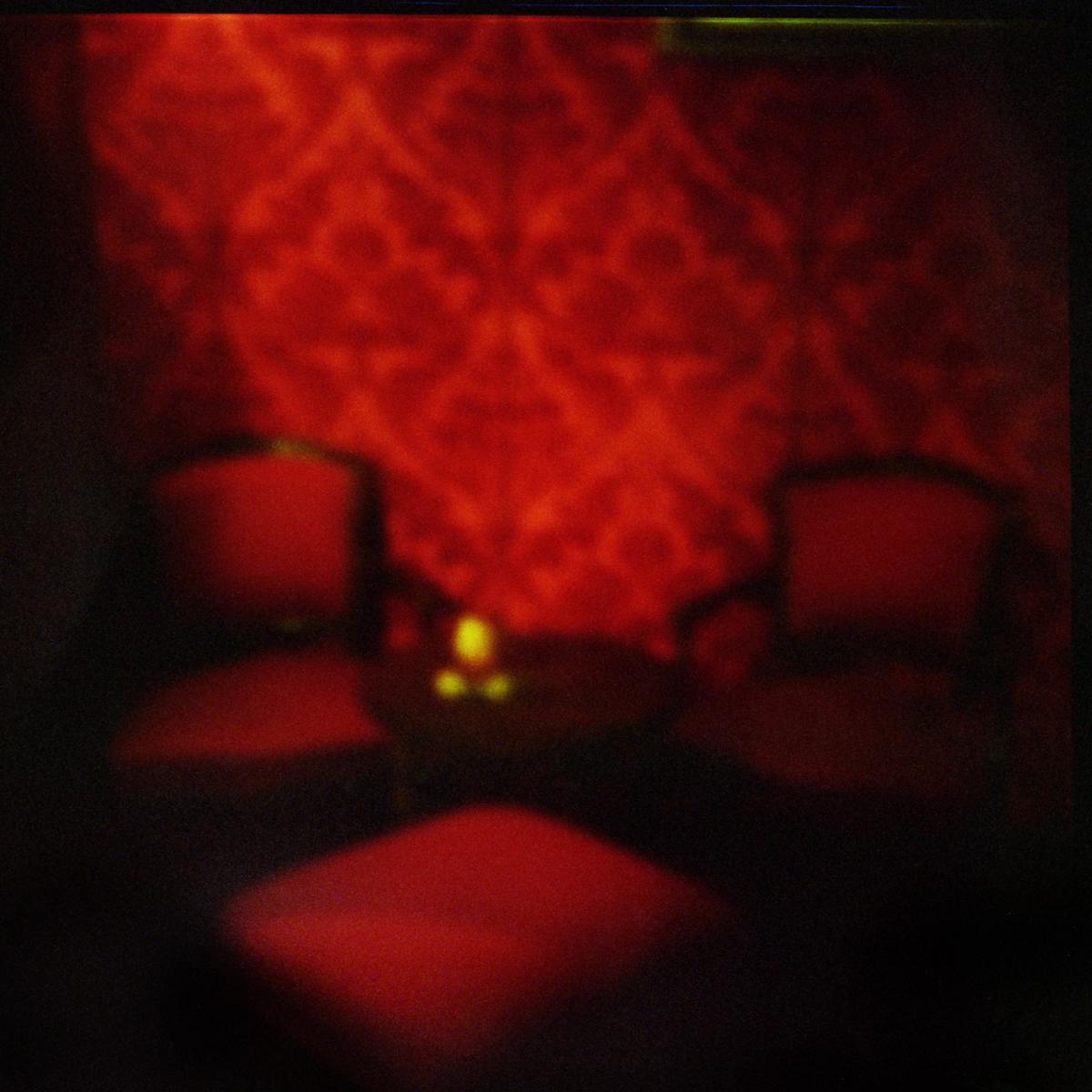 camera rossa.jpg