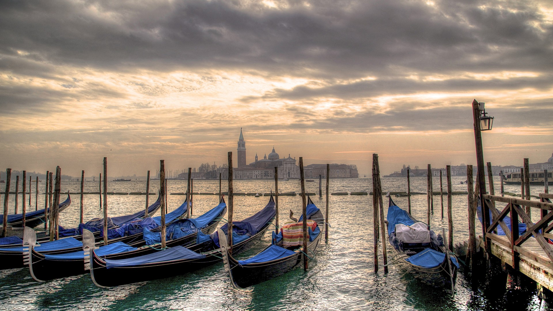 Sunset-in-Venice-looking-across-to-San-Giorgio-from-San-Marco-1920x1080.jpg