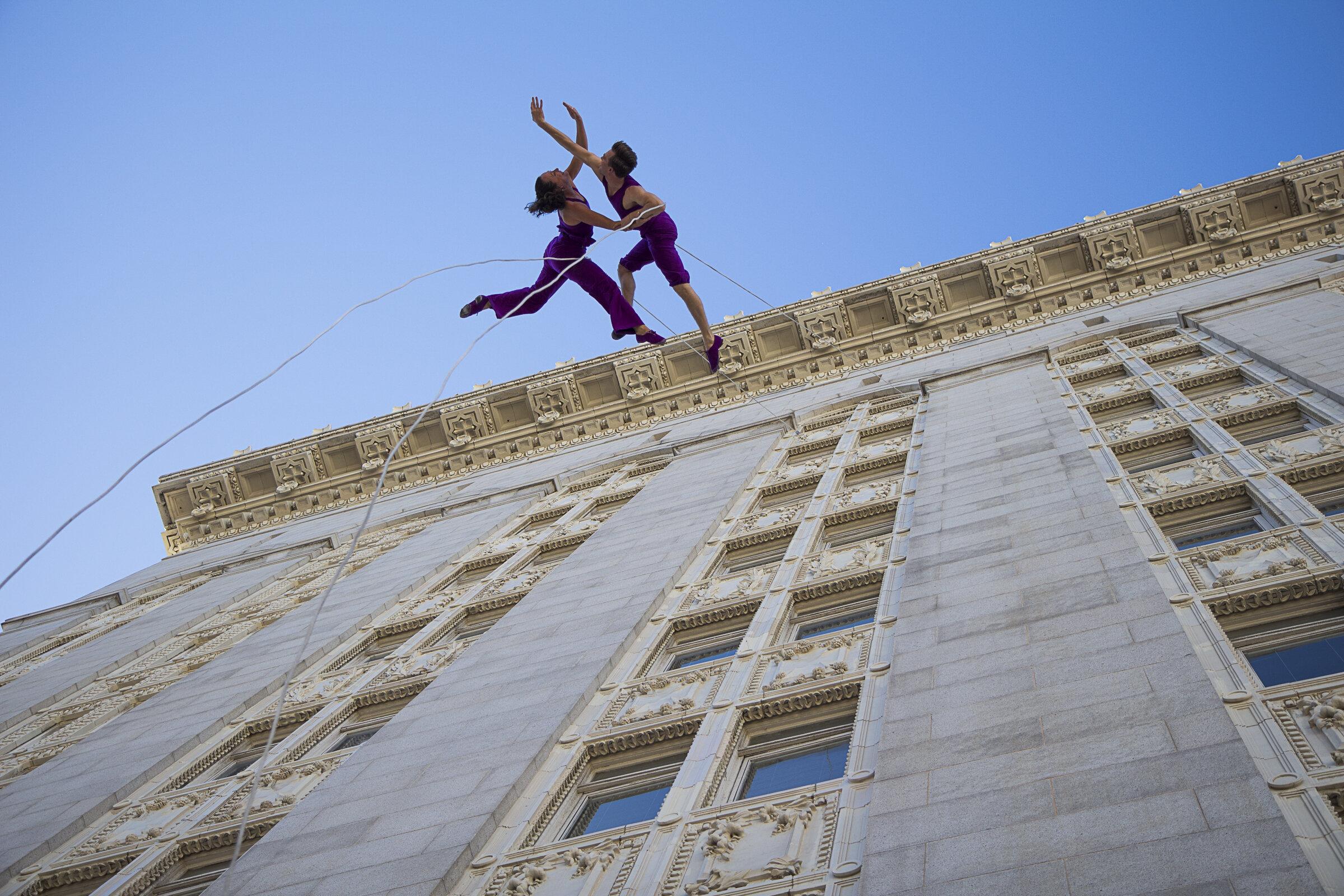 BANDALOOP Oakland City Hall 2014 Amelia & Andrew--photo Jessica Swanson for print-5.jpg