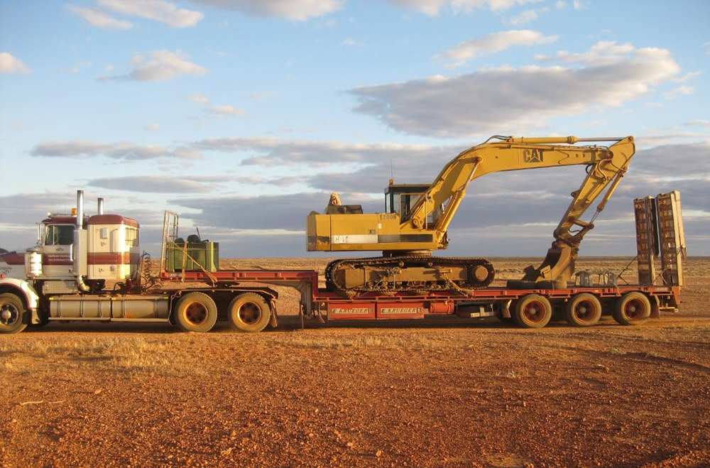 williams-cattle-company-nilpinna-station-south-australia-cattle-station-sa-plant-and-equipment-cat-excavator.jpg