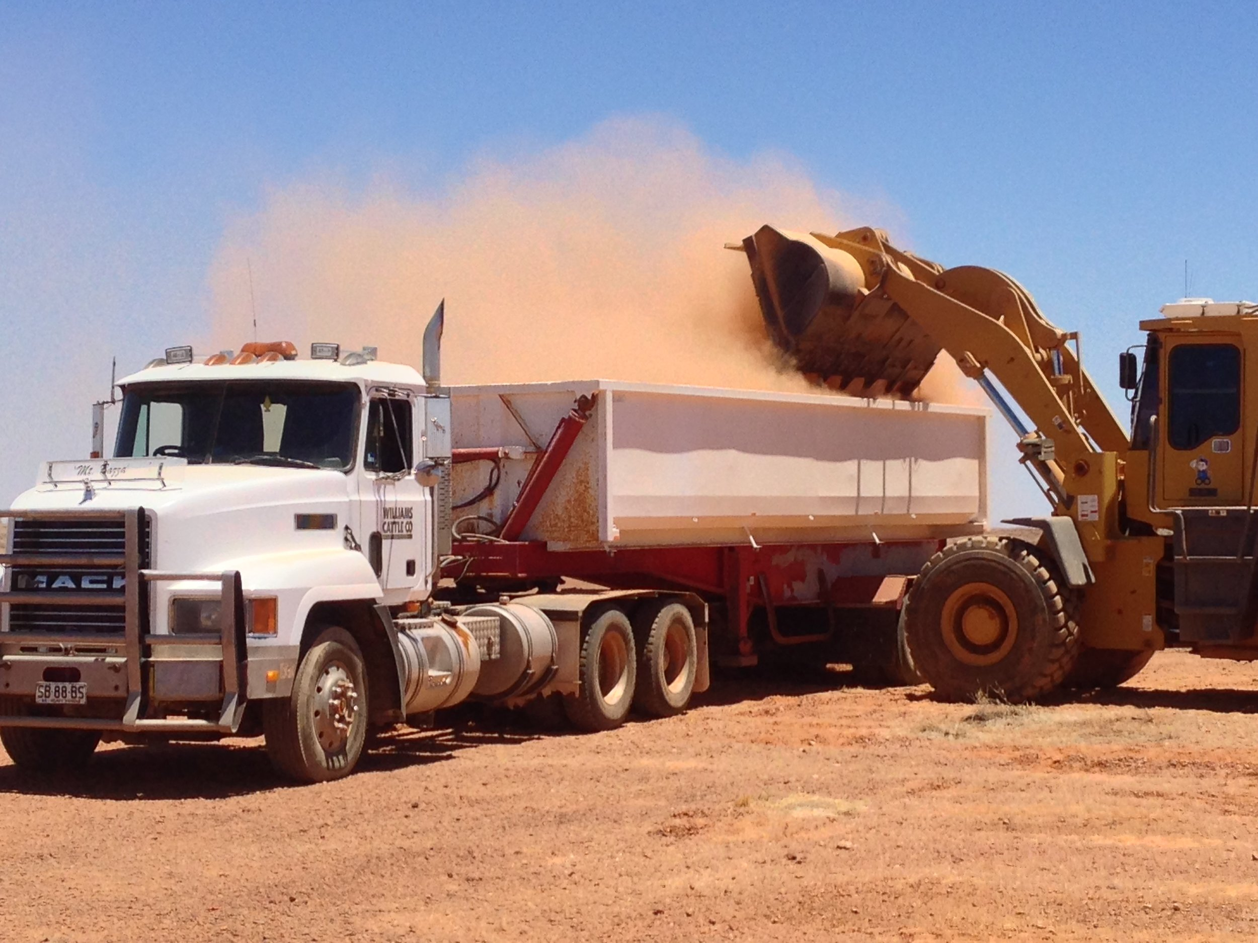 williams-cattle-company-mount-barry-station-south-australia-cattle-station-sa-plant-and-equipment-side-tipper-and-loader.jpg