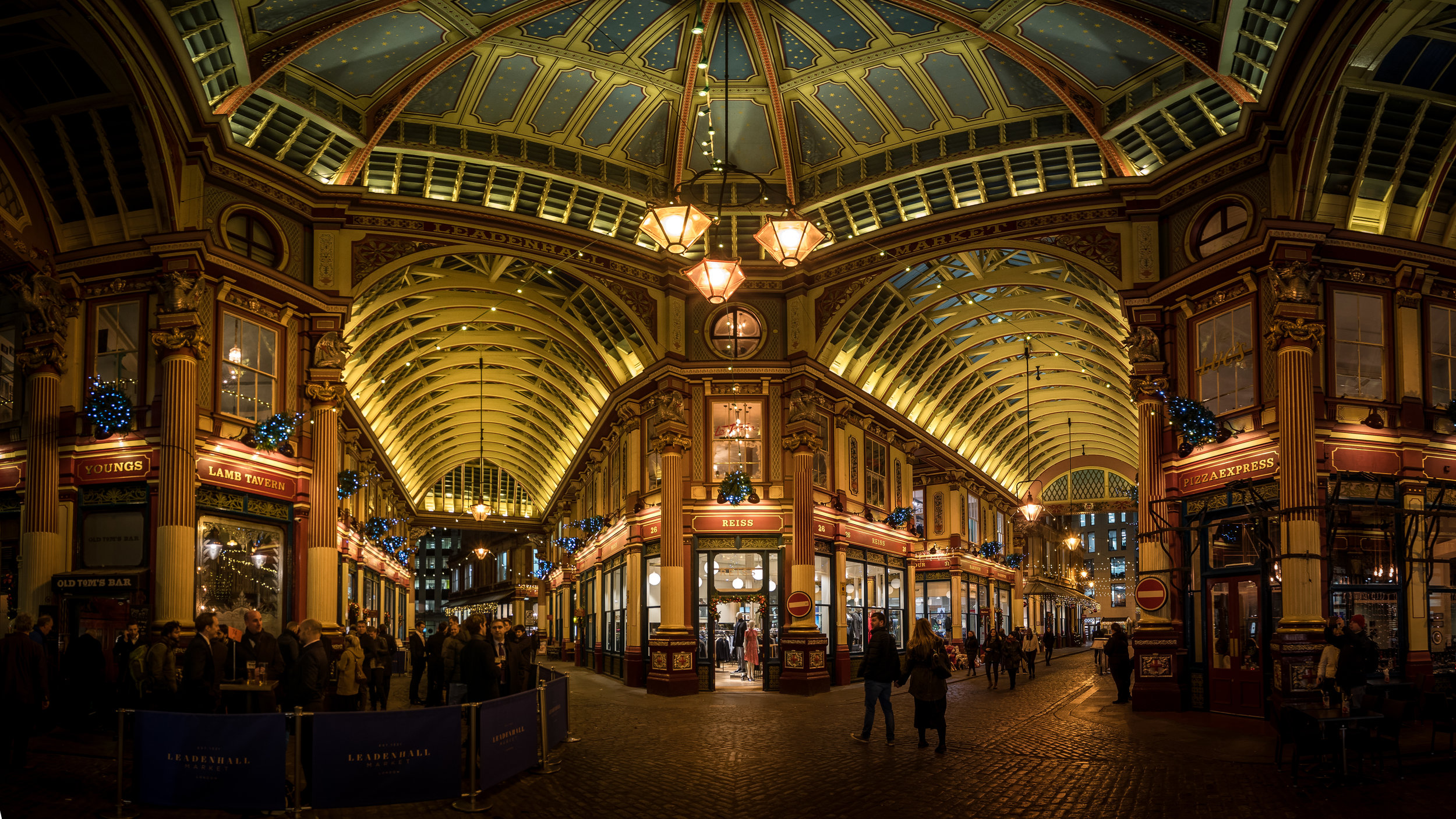 Leadenhall Market, this was more of a recon mission, never been here before and its crazy busy on a Friday. Saturday its deserted!