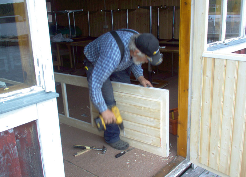 The doors and the windows of the Docks receive the first restorings