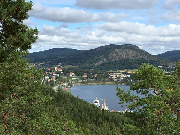 The short path from Docksta to Skovedsberget pays you back with stunning views of Dockstafjärden.  Here you have a free map >