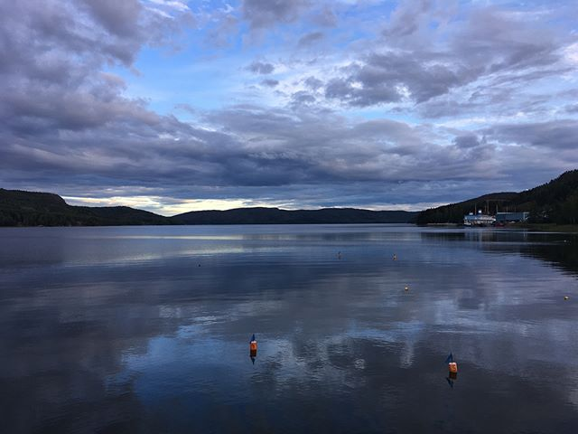Buona serata a tutti! 👋 #fromthepier #magicdocksta #seaview #Dockstafjärden #safemooring #DockstaHavet #gästhamn #sailingpassion #Docksta #HighCoast #HögaKusten #Skuleberget #outdoors #hiking #segling #seglar #sailing #båtliv #boating #cruising #daycruise #seaside 🌬 __/)___ #HighCoastSailor