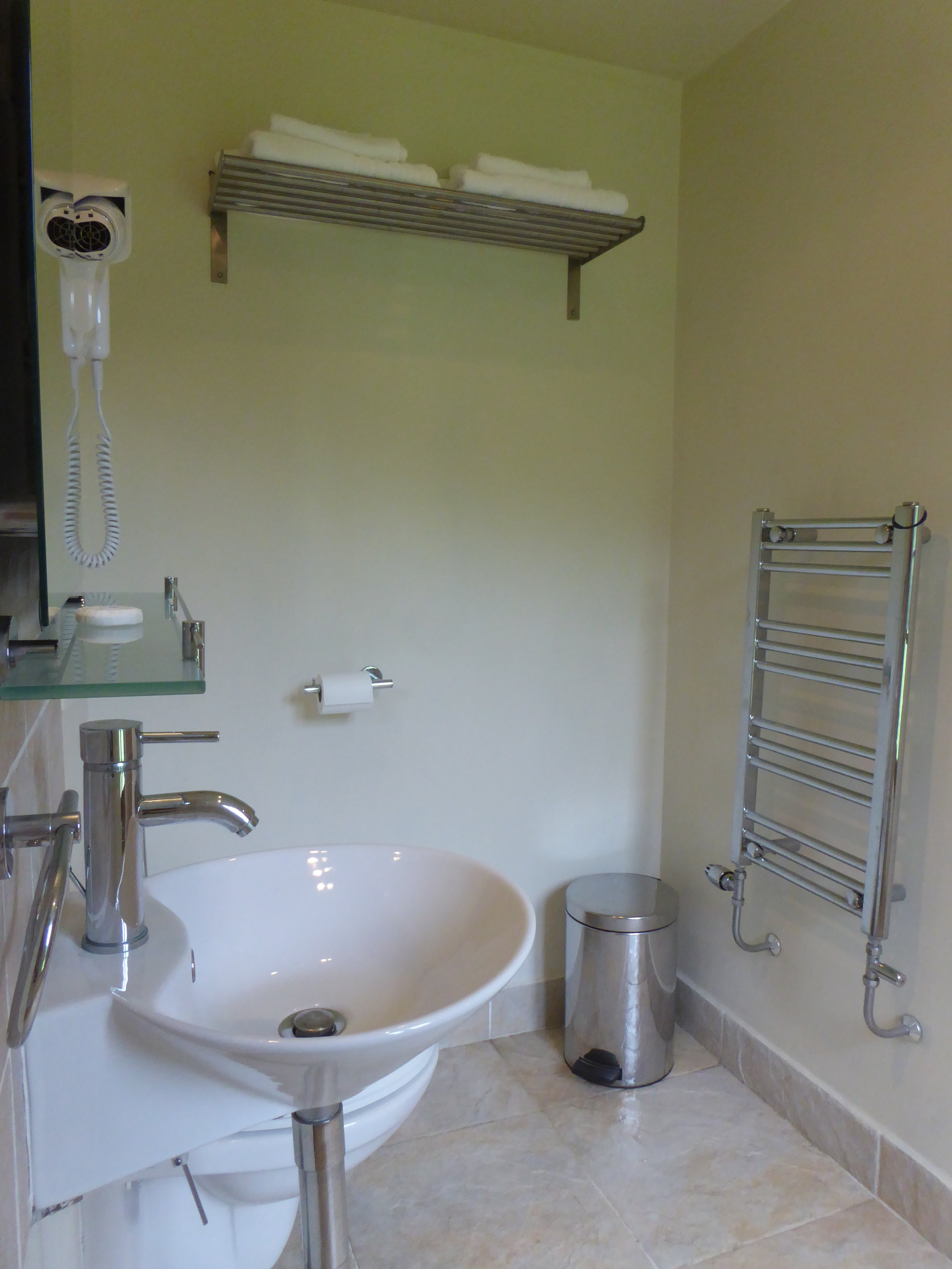 The Pastou Suite bathroom