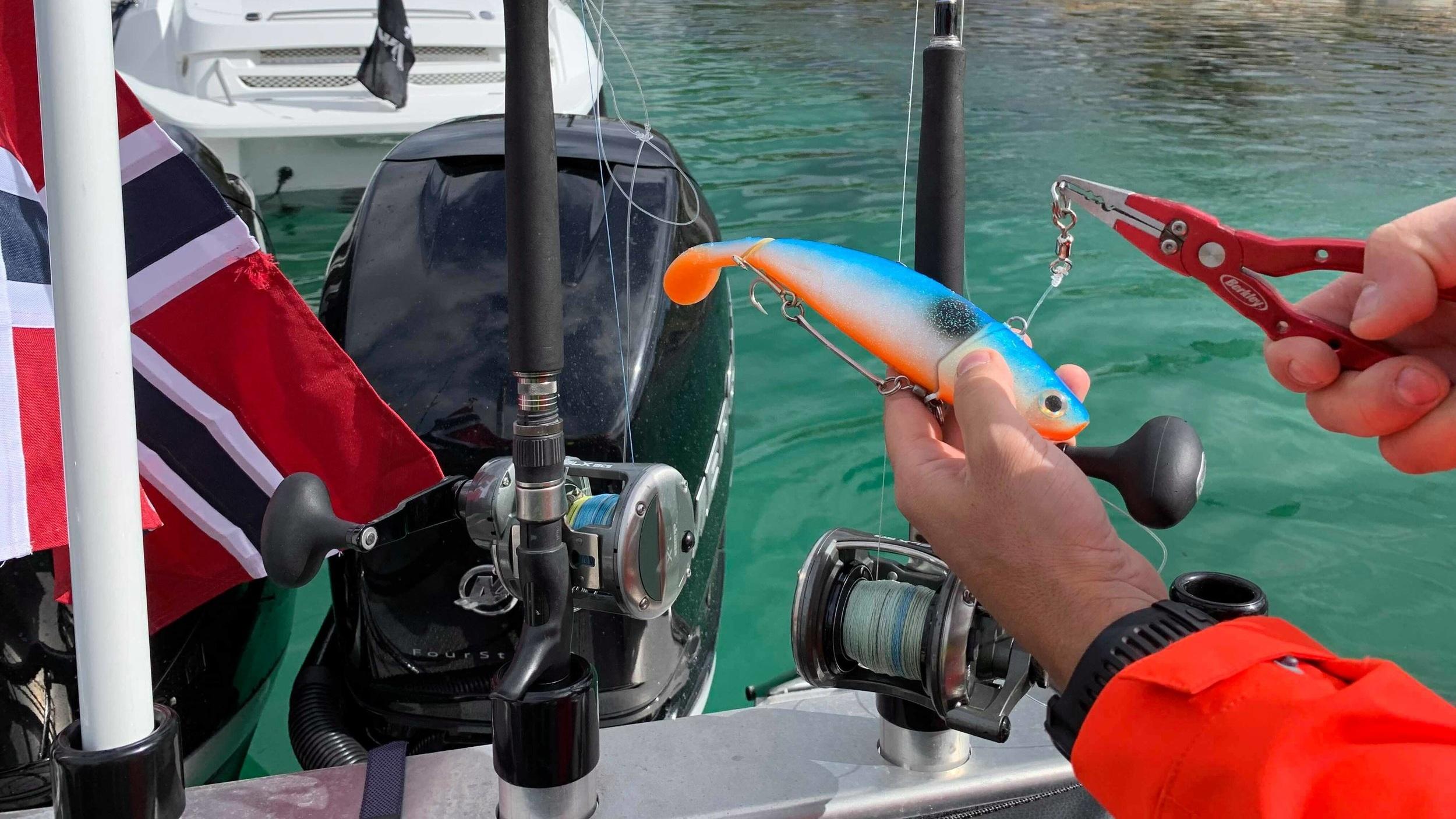 Flere varianter av fiskeutstyr for leie og salg.