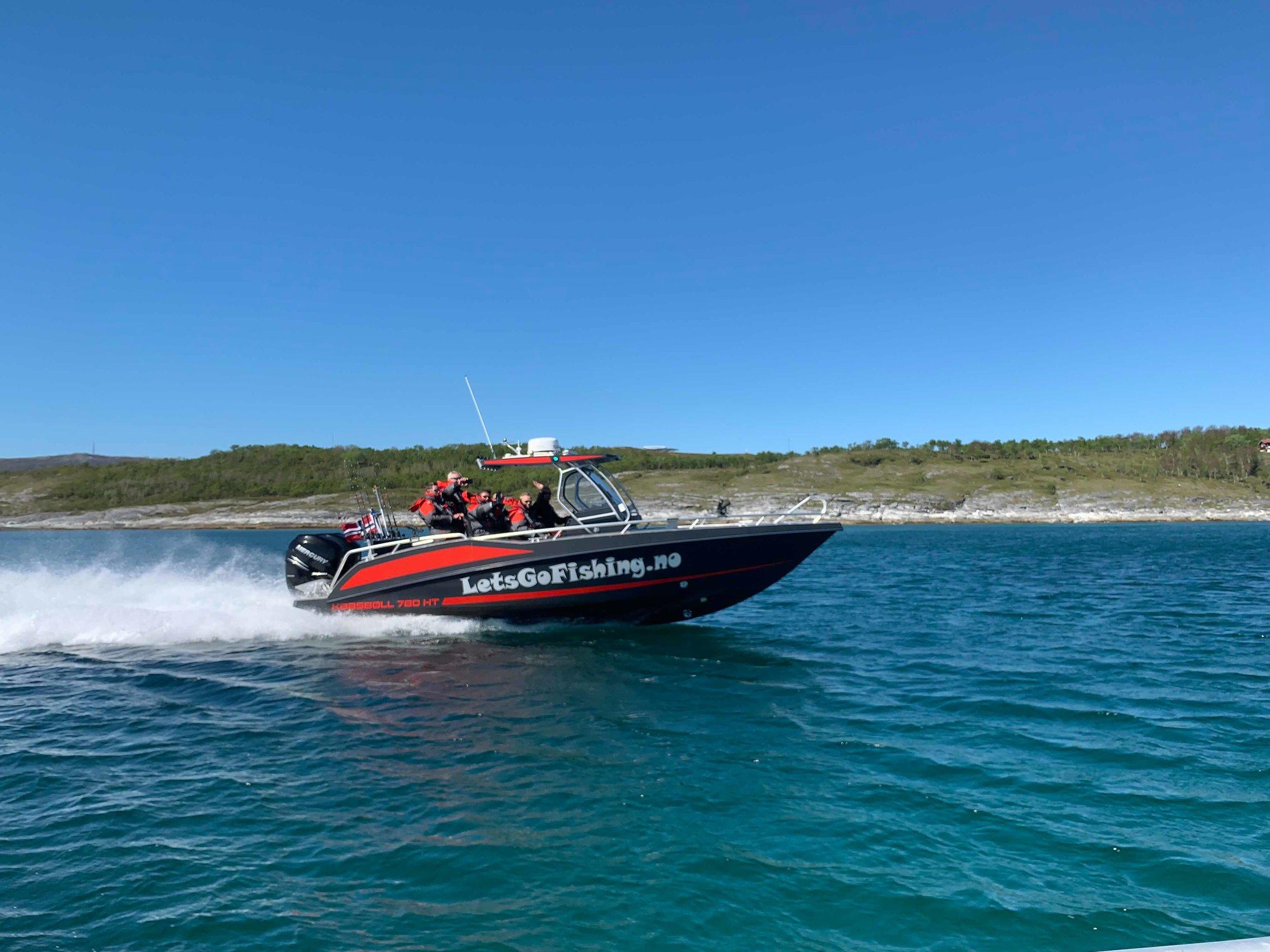 KAASBØLL 780 HT - Sportsfiskebåter med lokale fiskere som tar deg dit du garantert får fisk! Brukes også til transport til og fra Risvær.
