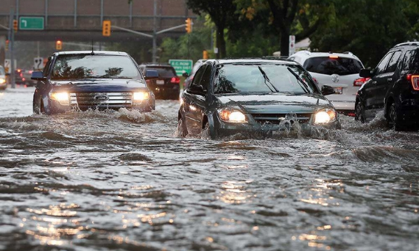 Dominion Boulevard looks more like a river to motorists trying to navigate it in Windsor's south end on Aug. 29, 2017.  Source: www.windsorstar.com, Jason Kyrk