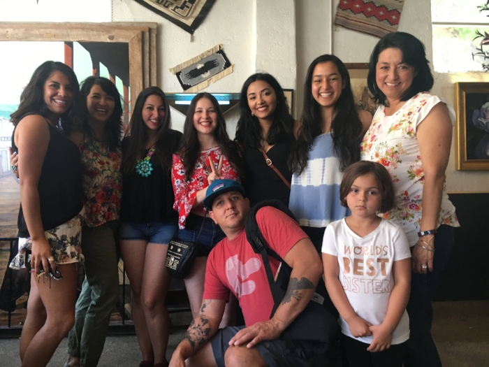 """Familia at the """"Frontier"""" in Albuquerque, NM"""